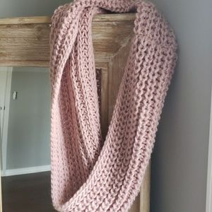 Accessories - Chunky Blush Infinity Scarf with Metallic String